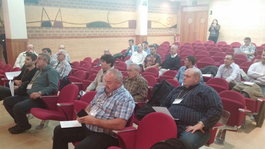 asistentes a la Asamblea en un descanso