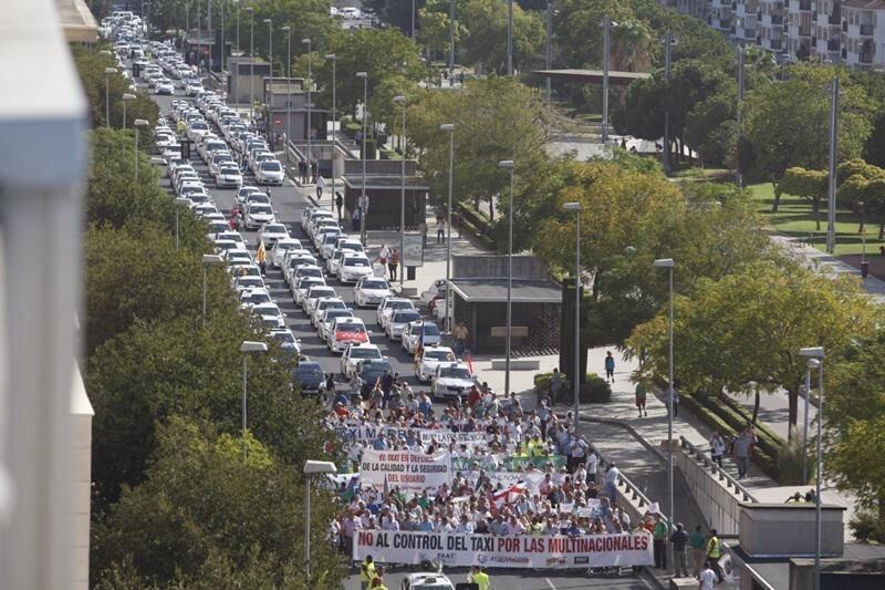 Multitudinaria manifestación de taxistas en Córdoba